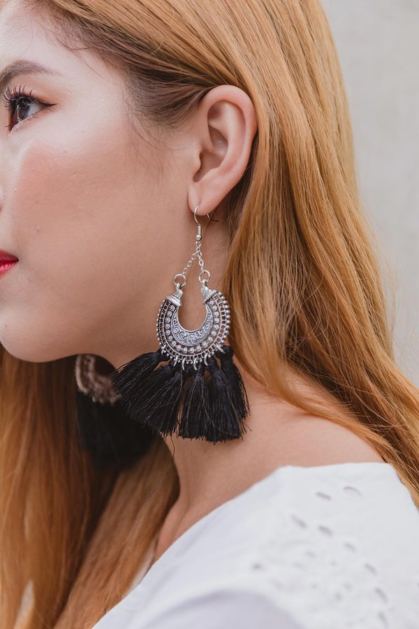 Black Beau Tassel Earrings
