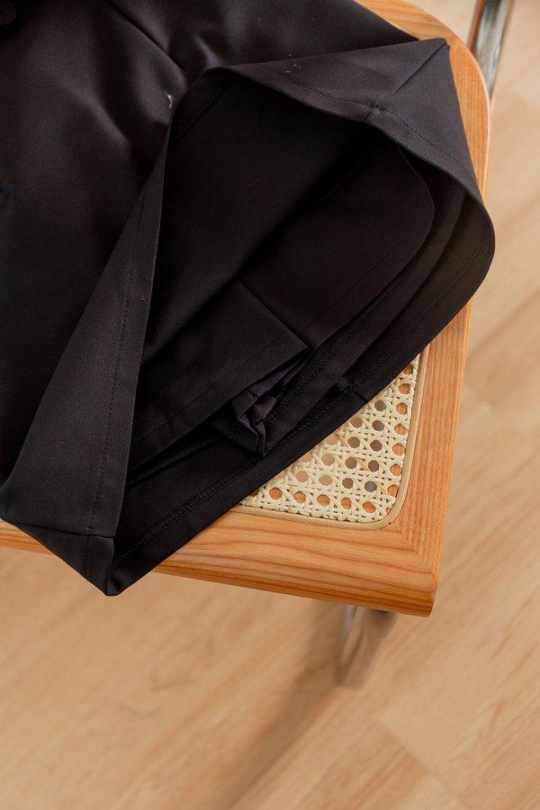 Trim and Proper Belted Skorts Black